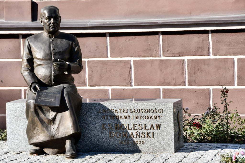Ławeczka księdza dra Bolesława Domańskiego w Złotowie